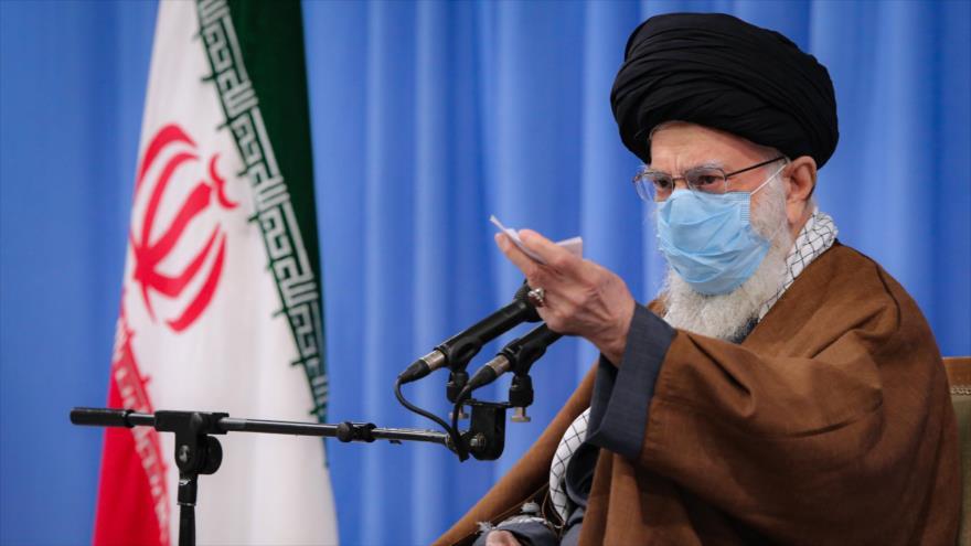 El Líder de Irán, Seyed Ali Jamenei, habla en una reunión con destacados funcionarios iraníes en Teherán, 24 de noviembre de 2020. (Foto: Khamenei.ir)