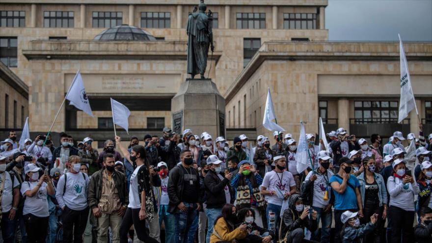 Una manifestación exigiendo que se respeten los acuerdos de paz, en la plaza Bolívar de Bogotá (Colombia), 3 de noviembre de 2020. (Foto: AFP)