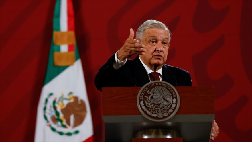 El presidente de México, Andrés Manuel López Obrador, habla durante una conferencia de prensa.