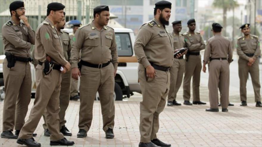Agentes policiales de Arabia Saudí en un sitio de Riad, la capital.