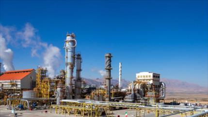 Irán lanza 3 nuevos proyectos petroleros pese a sanciones de EEUU