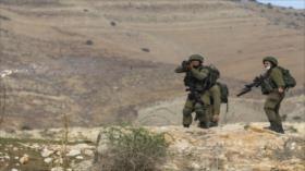 Soldados israelíes se esconden detrás de tela en frontera libanesa