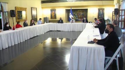 Gremios profesionales hondureños siguen sin creer al Gobierno