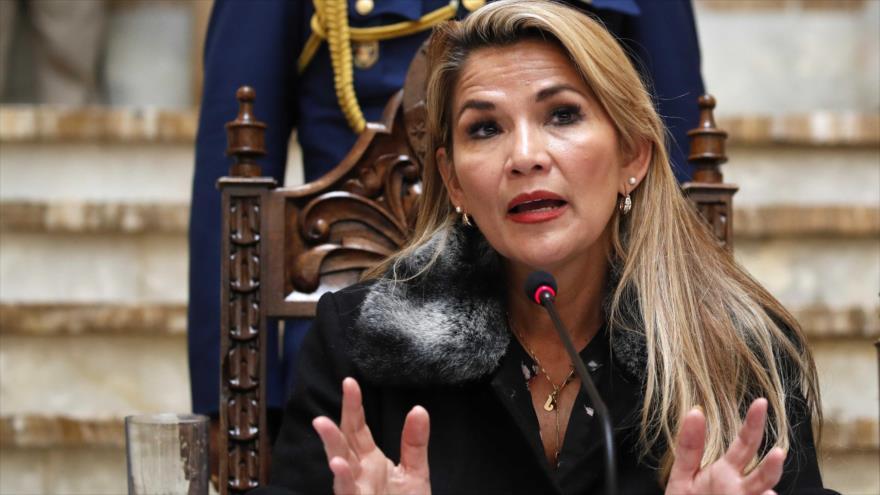"""La expresidenta """"de facto"""" de Bolivia, Jeanine Áñez, en una conferencia de prensa en la Paz, 15 de noviembre de 2019. (Foto: AP)"""