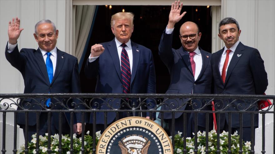 El premier israelí, el presidente de EE.UU. y los cancilleres de Baréin y de EAU en la Casa Blanca, 15 de septiembre de 2020. (Foto: AFP)