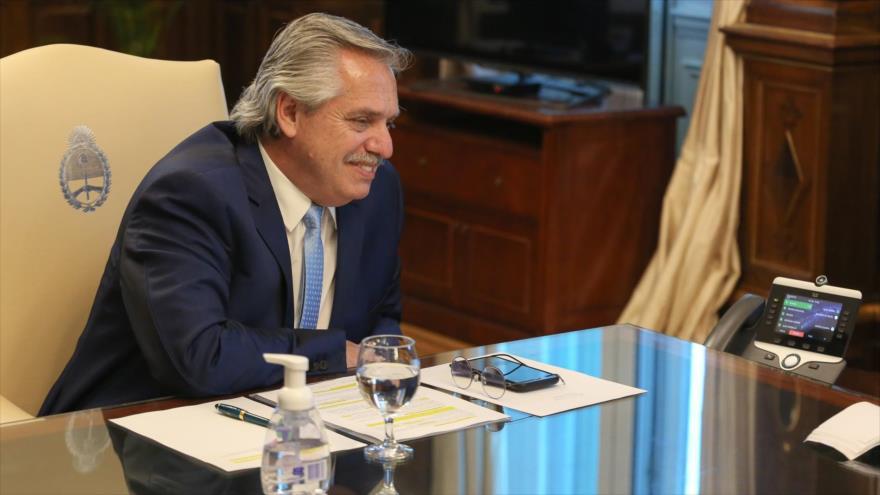 El presidente de Argentina, Alberto Fernández, en una conversación telefónica con el presidente electo de EE.UU., Joe Biden, 30 noviembre de 2020.