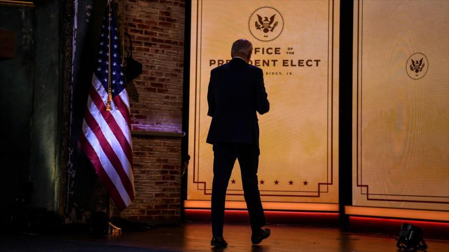 El presidente electo de EE.UU., Joe Biden, abandona una rueda de prensa ofrecida en Wilmington, Delaware, el 25 de noviembre de 2020. (Foto: AFP)