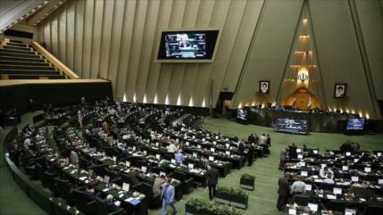 Parlamento iraní aprueba un proyecto de ley contra sanciones de EEUU