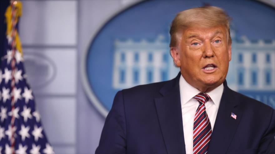 El presidente saliente de EE.UU., Donald Trump, ofrece un discurso en la Casa Blanca.