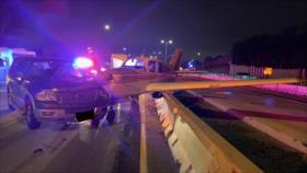 Un avión aterriza de emergencia y choca con un automóvil en EEUU