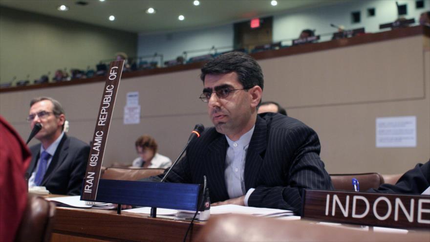 El representante permanente de la República Islámica de Irán ante la Oficina de las Naciones Unidas en Ginebra (Suiza), Esmail Baqai, durante una sesión.