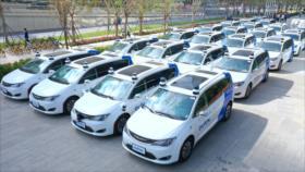 China presenta por primera vez taxis completamente robóticos