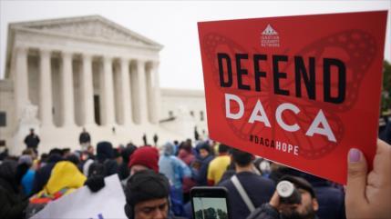 Juez de EEUU ordena a Trump restaurar protección a los 'dreamers'
