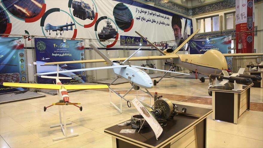 Aviones no tripulados (drones) iraníes en una exposición militar.