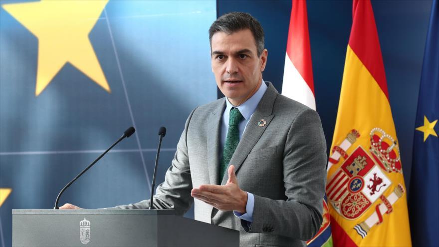 El presidente del Gobierno de España, Pedro Sánchez, ofrece un discurso en Agoncillo, 20 de noviembre de 2020. (Foto: AFP)