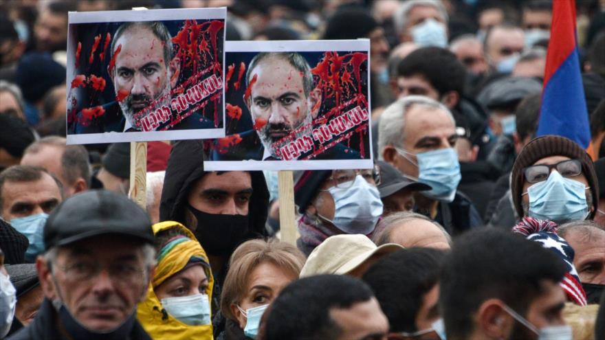 Armenios exigen renuncia de su premier por tregua con Azerbaiyán | HISPANTV