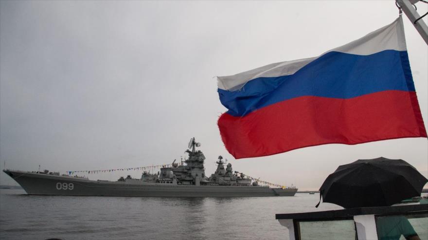 Buque nuclear ruso Pyotr Velikiy en San Petersburgo.