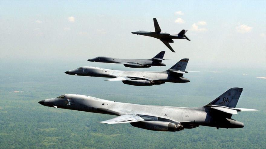 Una formación de bombarderos B-1B Lancer de la Fuerza Aérea de EE.UU. en pleno vuelo.