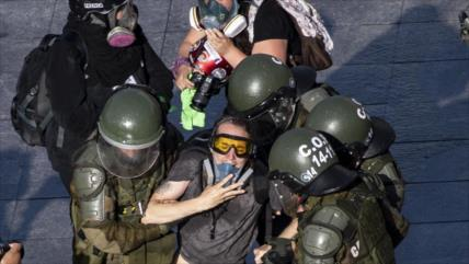 """Policía chilena usa elementos químicos para reprimir protestas"""