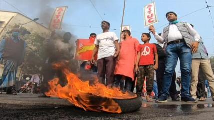 Masivas protestas contra nuevas leyes agrícolas en La India