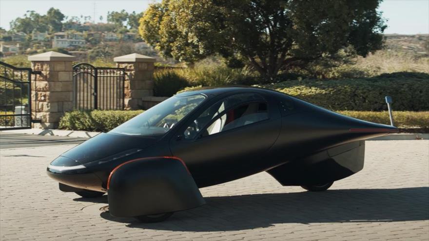 Conozcan coche eléctrico futurista, de tres ruedas y dos asientos | HISPANTV