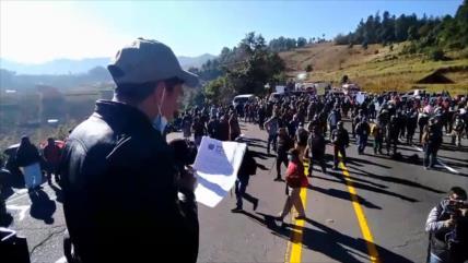 Indígenas cierran carreteras y exigen la renuncia de Giammattei