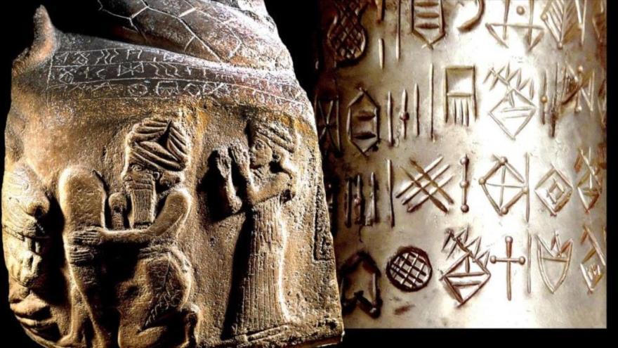 Una piedra grabada (2150-2100 a. C.) y un jarrón de plata (1900-1880 a. C.) hallados durante unos trabajos arqueológicos en Susa, Irán, guardados en el museo de Louvre de París.