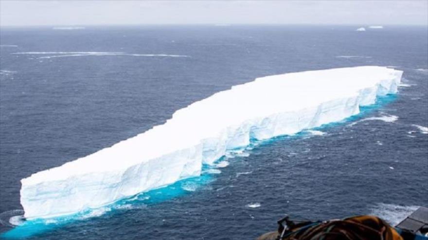Vean las imágenes del iceberg más grande del mundo | HISPANTV