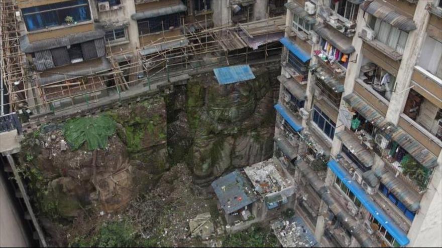 Enorme estatua de Buda encontrada bajo un edificio residencial en suroeste de China.