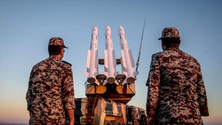 Fuerzas y misiles antiaéreos iraníes en las maniobras militares denominadas Modafean Aseman Valeyat 99, 20 de octubre de 2020. (Foto: defapress.ir)