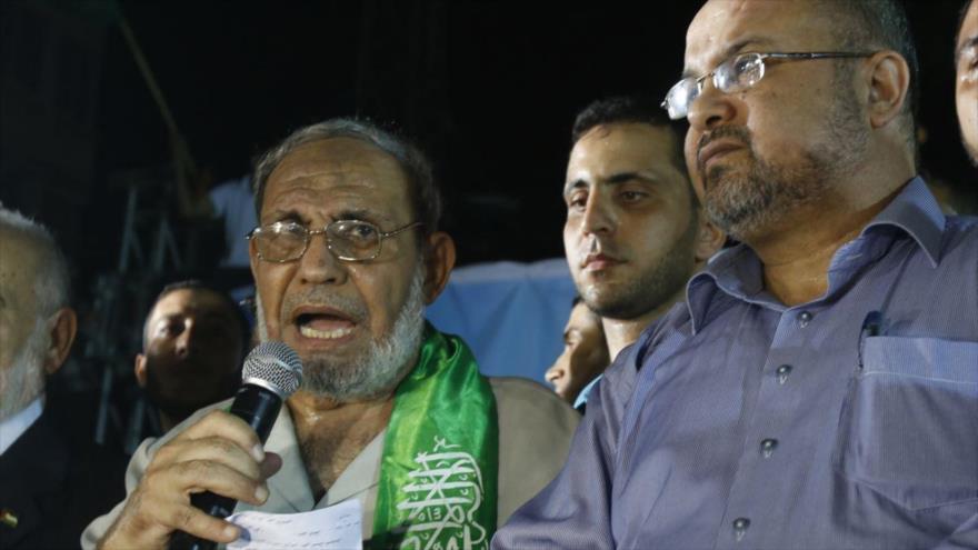 Mahmud al-Zahar, un responsable de HAMAS, ofrece un discurso en la Franja de Gaza.