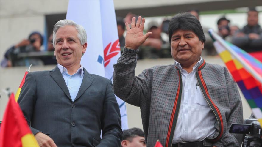 El expresidente boliviano Evo Morales (dcha.) y el exvicepresidente Álvaro García Linera. (Foto: EFE)