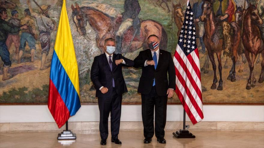 El secretario de Estado de EE.UU., Mike Pompeo (dcha.), y el presidente de Colombia, Iván Duque, en Bogotá, 19 de septiembre de 2020. (Foto: AFP)