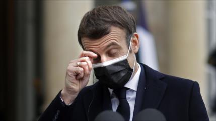 Macron da positivo en coronavirus y se aislará durante siete días