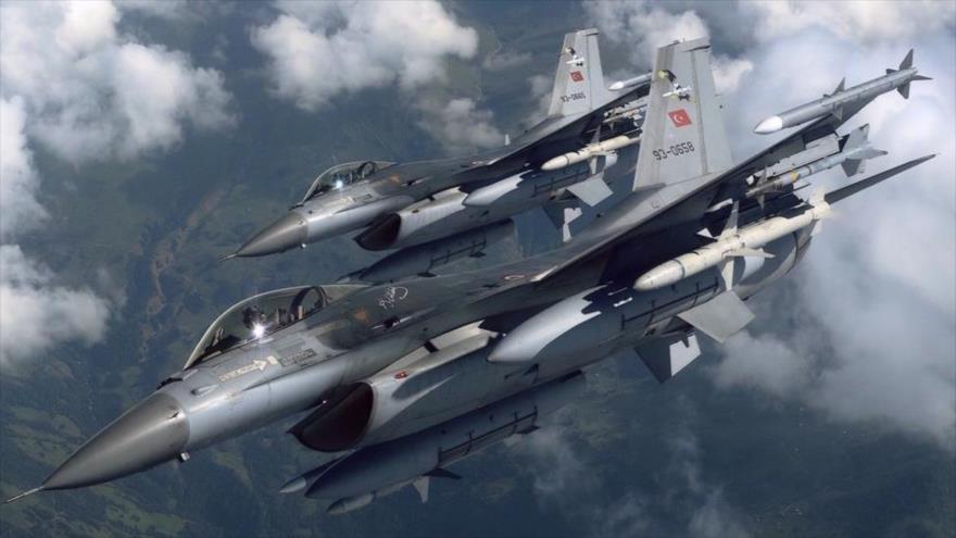 Dos aviones de combate turcos F-16 en pleno vuelo. (Foto: Sabah)