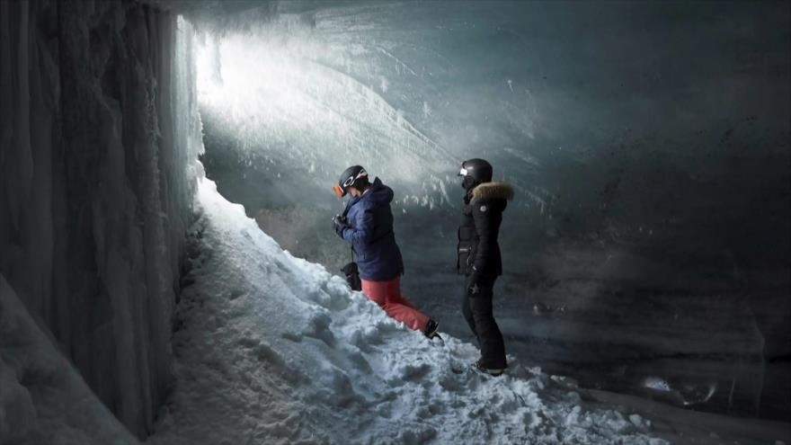 El Toque: Máquinas expendedoras de pruebas gratuitas para detectar COVID-19. Crece la montaña más alta del mundo, el Everest. Flores de hielo en Rusia