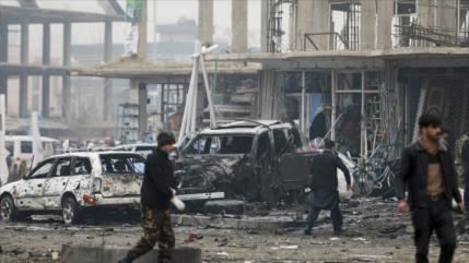 Mueren 9 personas en ataque con coche bomba contra diputado afgano