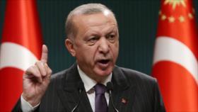 Erdogan asegura que hará arrepentirse a quienes sancionan a Turquía