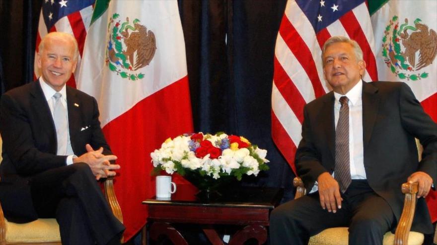 Andrés Manuel López Obrador reunido con el entonces vicepresidente de EE.UU., Joe Biden, en el Castillo de Chapultepec, México, 1 de diciembre de 2012. (Foto: AFP)