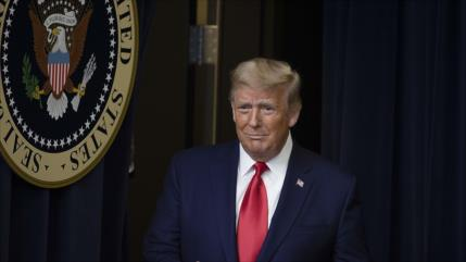 Trump indulta a 15 personas, incluidos 2 implicados en trama rusa