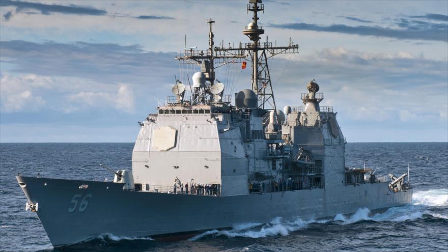 El crucero de misiles guiados USS San Jacinto en el océano Atlántico.