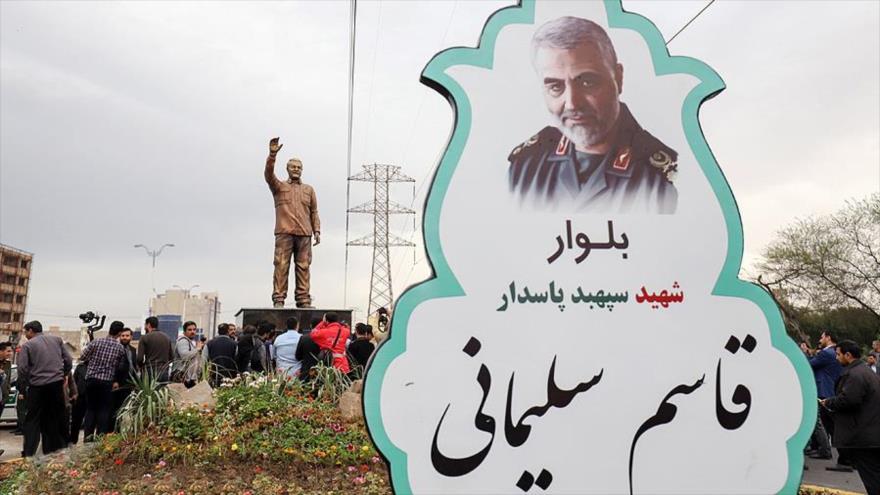 Inauguran una estatua del asesinado teniente general iraní Qasem Soleimani, en Ahvaz, en el suroeste de Irán.