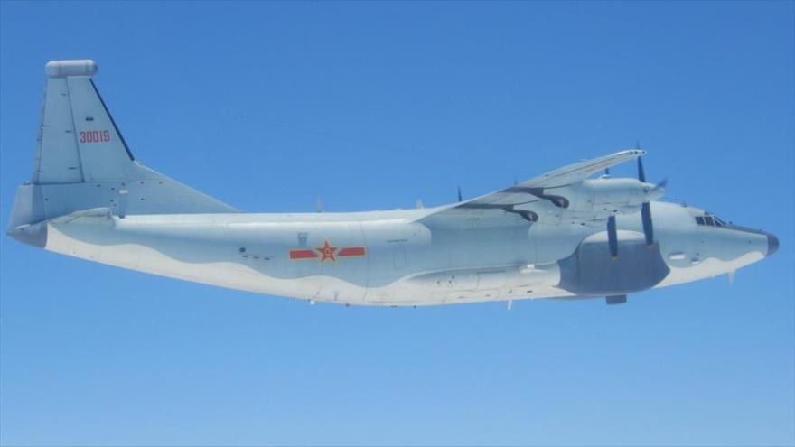 Un avión de combate antisubmarino Shaanxi Y-8 de la Fuerza Aérea de China.