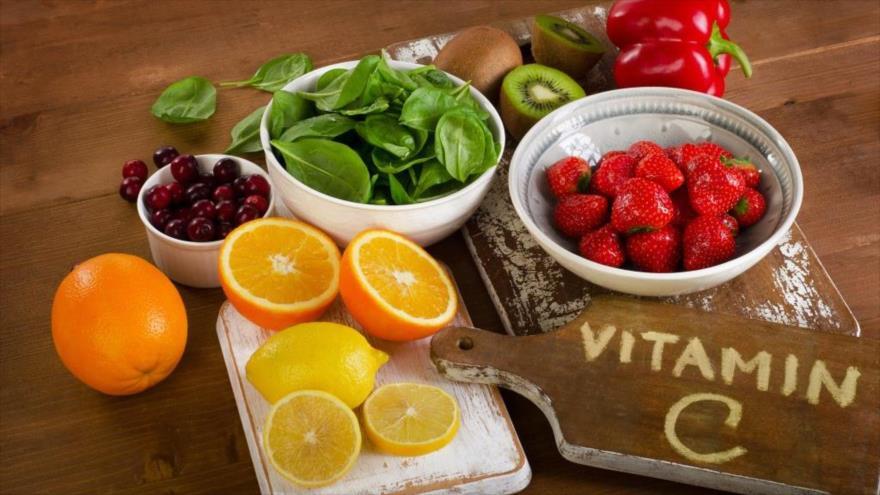 Una investigación indica que existen frutas y verduras que duplican o triplican la cantidad de vitamina C que contienen los cítricos conocidos como naranja.
