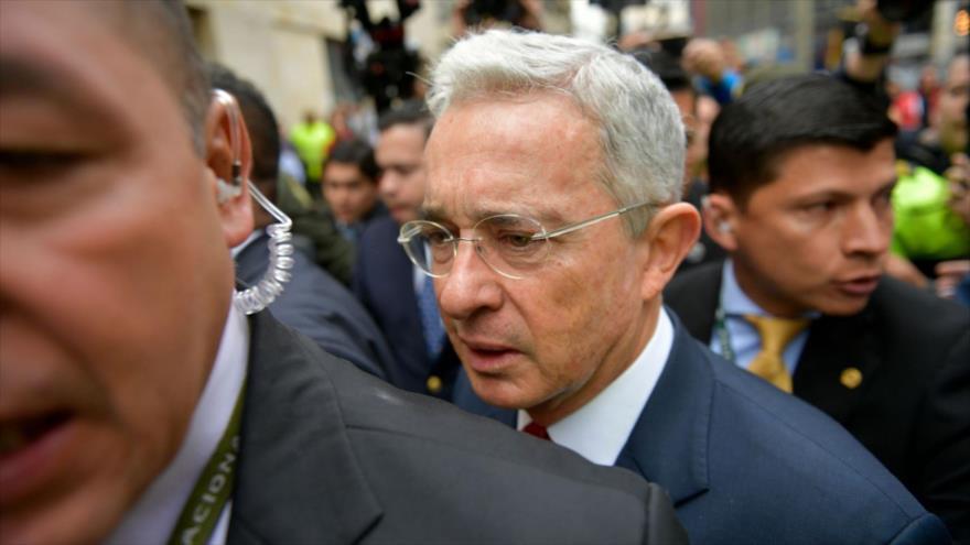 El expresidente colombiano Álvaro Uribe en el Palacio de Justicia en Bogotá, la capital, 8 de octubre de 2019 (Foto: AFP)