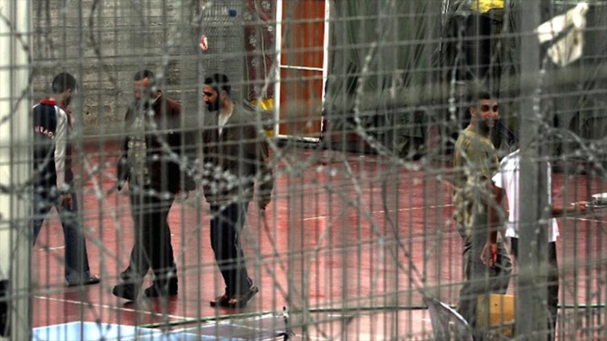 Prisioneros palestinos en la cárcel israelí de Megiddo, noroeste de territorios ocupados palestinos.