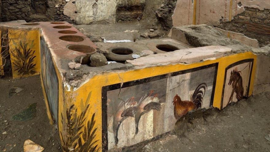 Desentierran un 'fast-food' callejero casi intacto en Pompeya