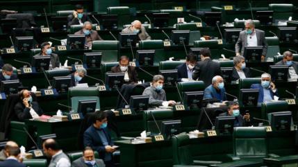 Parlamento iraní condena embargos de EEUU a Universidad Al-Mustafá