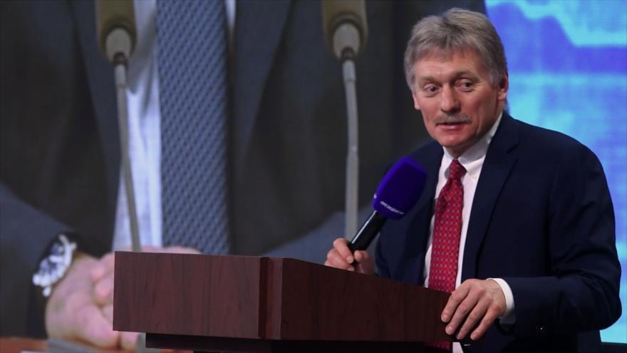 El portavoz de la Presidencia rusa, Dmitri Peskov, habla con la prensa en un acto celebrado en Moscú, capital rusa, 17 de diciembre de 2020. (Foto: AFP)