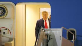 Trump firma bajo presión plan de ayudas económicas